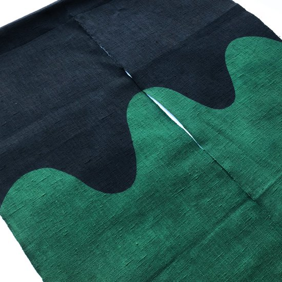 のれん『波』/ 濃紺 × 緑