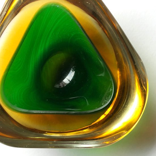 ガラスの産地、イタリア・ムラノの工房で製作された古いガラスのボウル