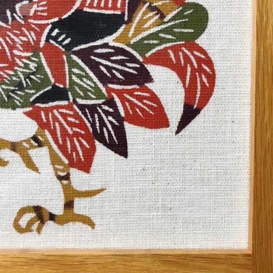 染織家 柚木沙弥郎さん による鶏の型染絵
