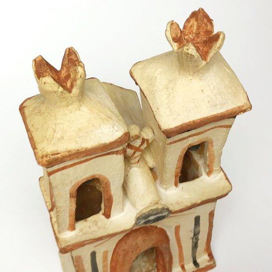 ペルーのアヤクーチョで1970年代に作られた陶器の教会のオブジェ