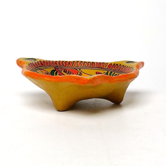 メキシコのゲレロで作られた古い陶器のボウルメキシコのゲレロで作られた古い陶器のボウル