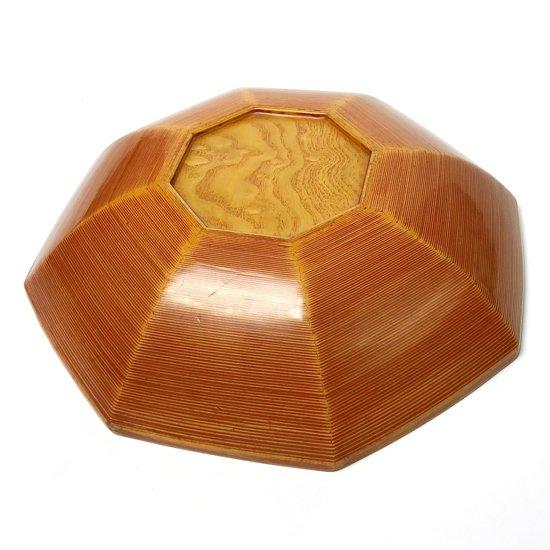 とても珍しい八角形のモダンなデザイン。他にないオレンジ色のパテ。微妙な曲線によってつくられる美しいグラデーション