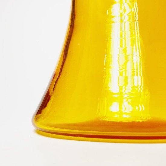アートグラスの産地として知られるイタリアの街、ムラノ。その工房で1970年代に製作されたガラスのベース