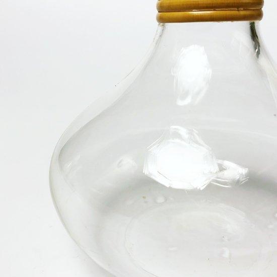 北欧の古いガラス製品を彷彿とさせるデザインのカラフェ