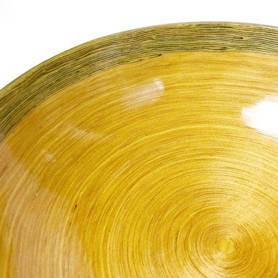 グリーンのリムが特徴の大きな千巻のボウル
