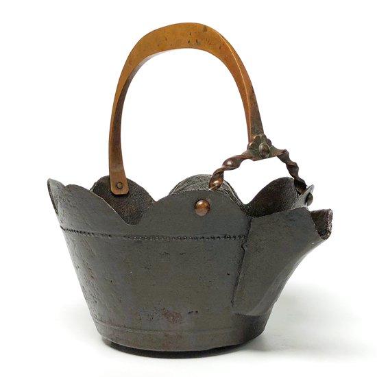 明治の頃の古い鉄器、直径20cmほどの大ぶりの銚子