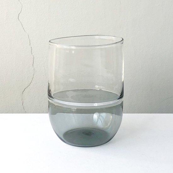 ドイツ出身のアーティスト Jochen Holz による、インカルモという技法を使ったタンブラー