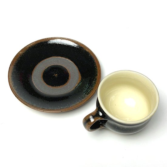少し前の時代に出西窯で製作された形の良いカップ&ソーサー