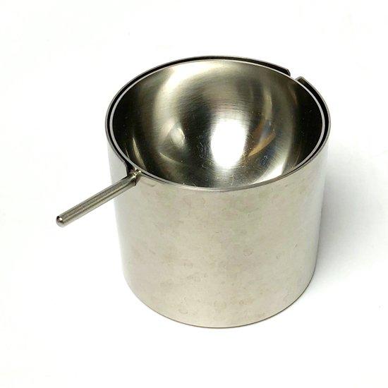 アルネ・ヤコブセンの代表作シリンダラインの灰皿