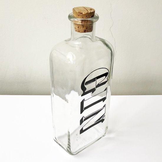 80sらしいグラフィカルなプリントの入ったアメリカ製のボトル