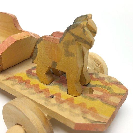 ポーランドで作られた古い荷馬車の玩具