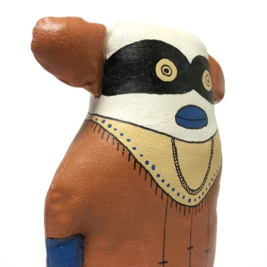本来は木彫りのカチナドールをソフトトイとして製作されたユニークな作品