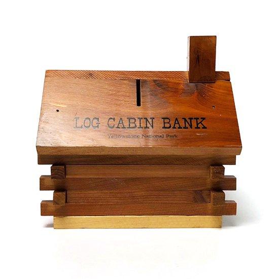 様々なデザインのレッドシダー製の貯金箱