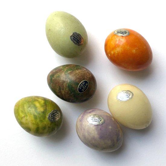 イタリアの工芸品として作られていた古い石細工の卵