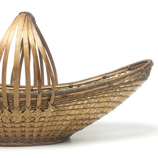 とても丁寧に作られた、古い中国の竹かご