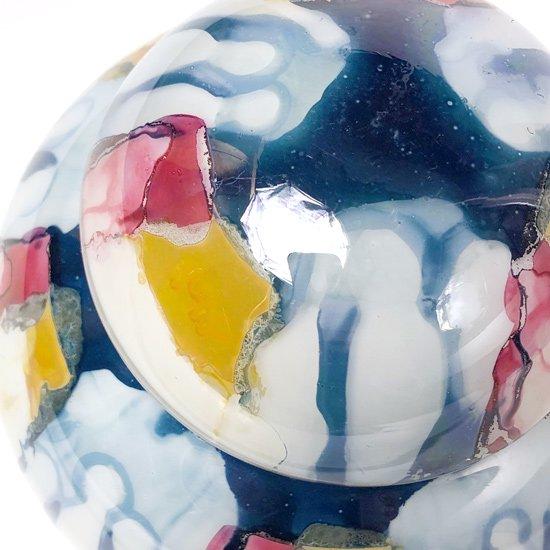 アートグラスの産地として知られるイタリアの街、ムラノ。その土地の工房で製作された古いガラスの蓋物