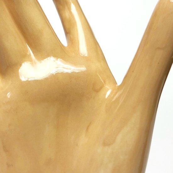 女性の右手がモチーフの古いセラミック製のオブジェ