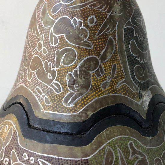 メキシコのオリナラで作られた、ひょうたんに漆で装飾を施した工芸品