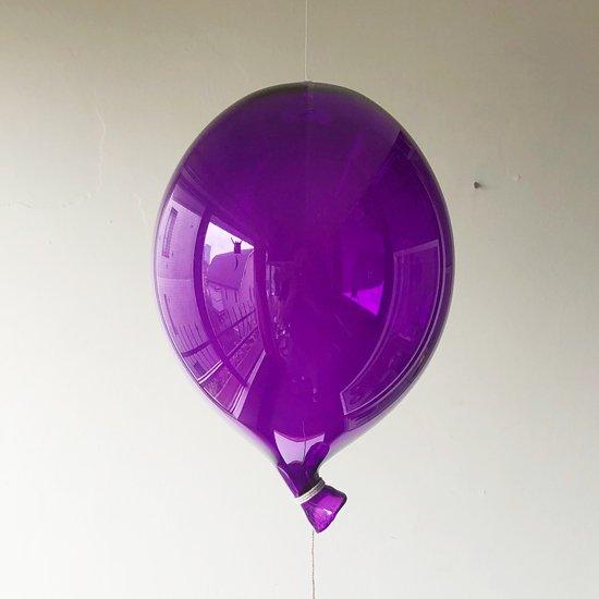 古くからアートグラスの産地として知られるイタリアの街ムラノで買い付けた風船のオブジェ