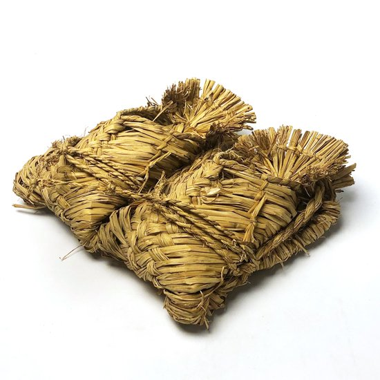 雪深い信越地方で伝統的に作られている古い藁靴