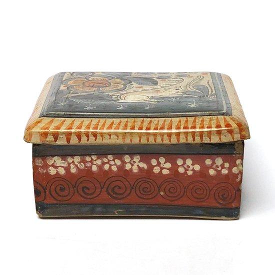 メキシコのトナラで作られた古い陶器の蓋物