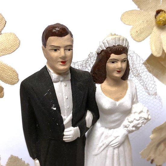 1960年代アメリカのウェディングケーキの上に飾られるオブジェ