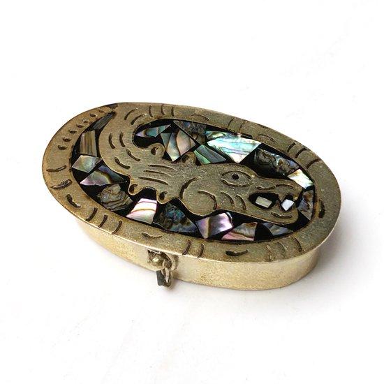 メキシコの金属細工が得意なタスコで作られた、貝細工が施されている小箱