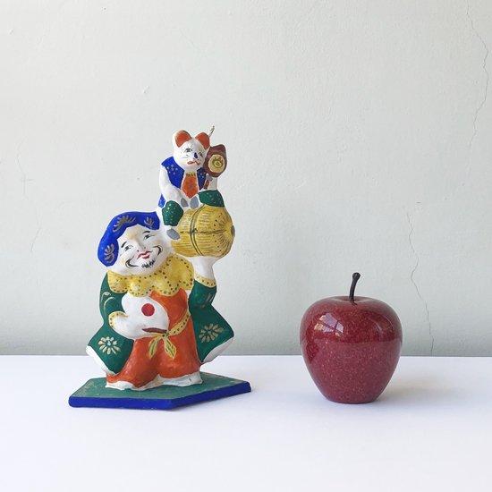 逆さ約9cmのリンゴと並べて