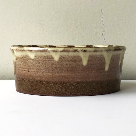 島根県布志名の陶芸家 舩木研兒 による淡黄釉藁描楕円鉢