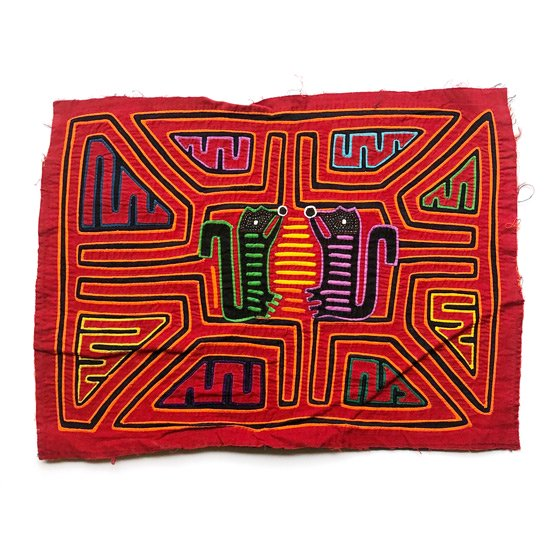 南米パナマのカリブ海で暮らす クナ族 の女性たちが着る伝統衣装「モラ」の古い刺繍細工