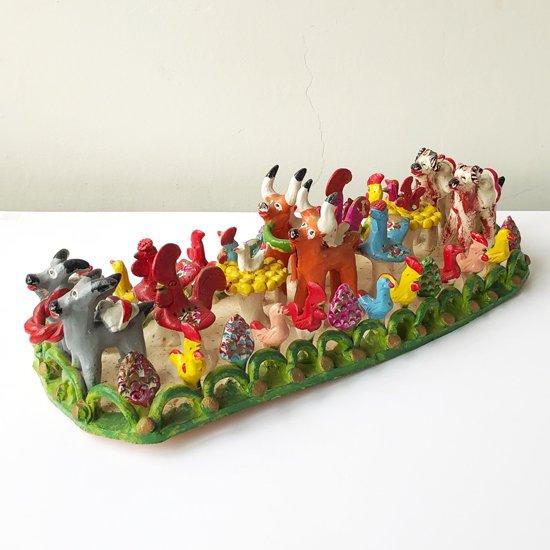 ポルトガルの街、バルセロスの工房による動物のパレードを表現した1970年代の陶芸作品