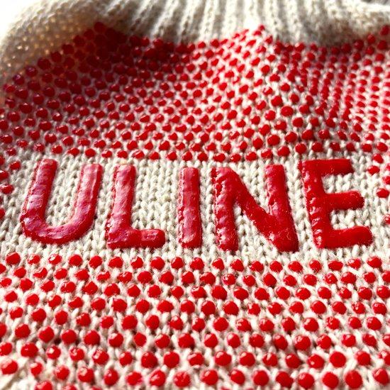 滑り止めを兼ねた、目を惹く大きな ULINE のロゴ