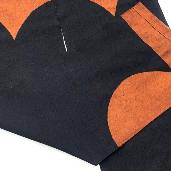 山内染色工房: のれん『三ツ山(切り欠き)』/ 茶 × 黒
