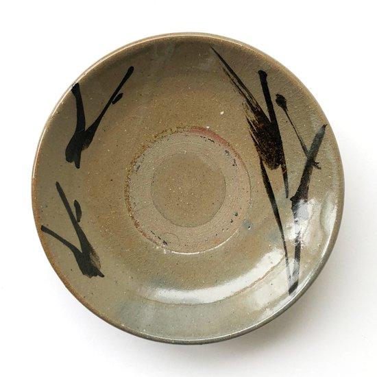 民藝と強いつながりを持つ鳥取の民窯 牛ノ戸焼 の鉄絵皿