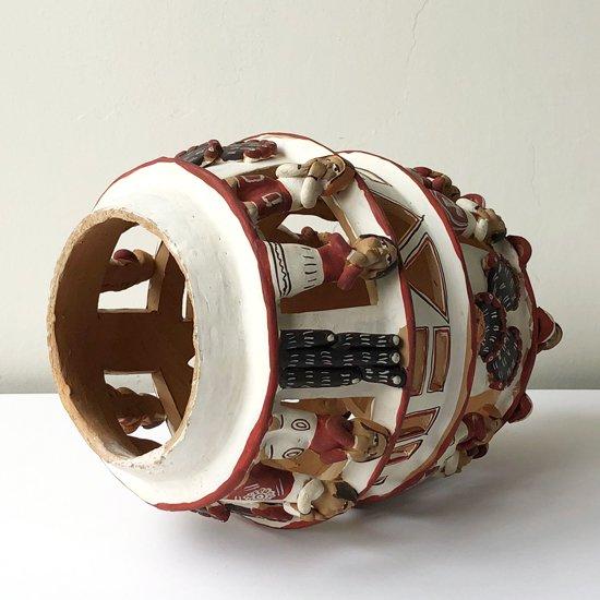 ペルーで作られた古い陶器のオブジェ
