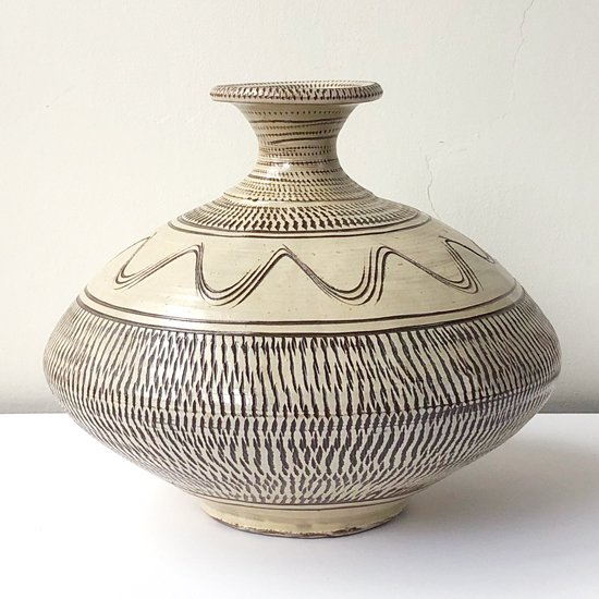 大分県日田市の山間で300年以上の歴史を持つ陶工の集落 皿山 の民窯 小鹿田焼 の古い花器