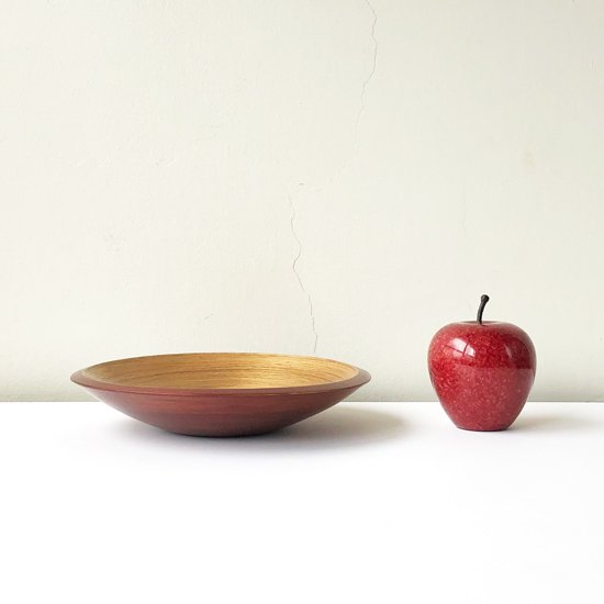 高さ約9cm のリンゴと並べて