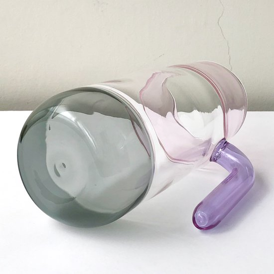 ドイツ出身のアーティスト Jochen Holz による、インカルモという高度な技法を使ったジャグ