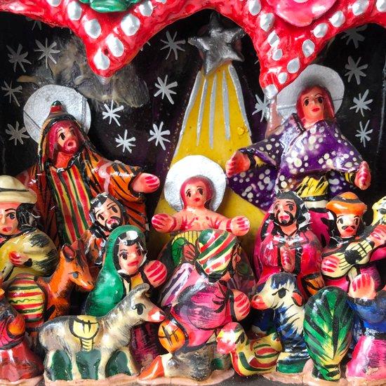 ペルーの伝統的な工芸品レタブロのヴィンテージ品