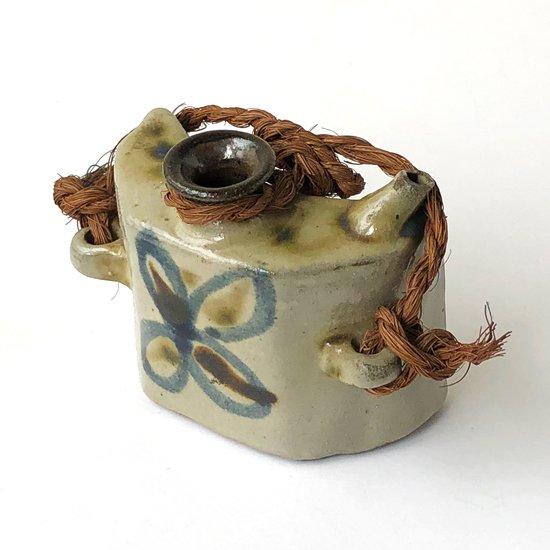 沖縄県の伝統的な酒器、抱瓶のミニチュアサイズ