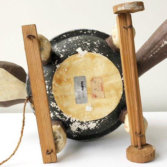 戦前のものと思われる、「ぶんぶく茶釜」がモチーフの古い張り子人形