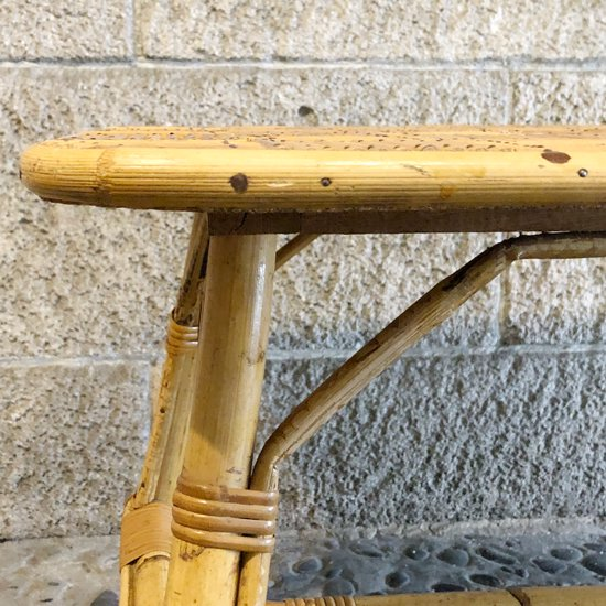 天板の意匠が素晴らしい、ラタン製の古いコーヒーテーブル