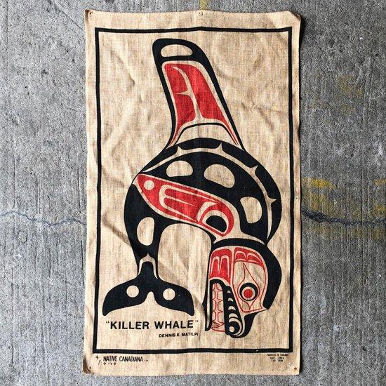 カナダの先住民族 ハイダ族 のアートワークがプリントされたタペストリー