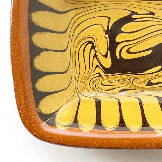 島根県の 湯町窯 で作られた古いスリップウェアの角皿