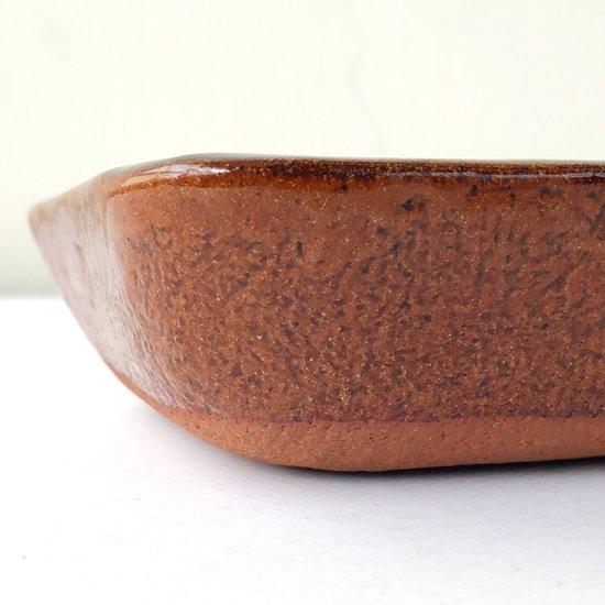 島根県の 湯町窯 で作られた古いスリップウェアの角鉢