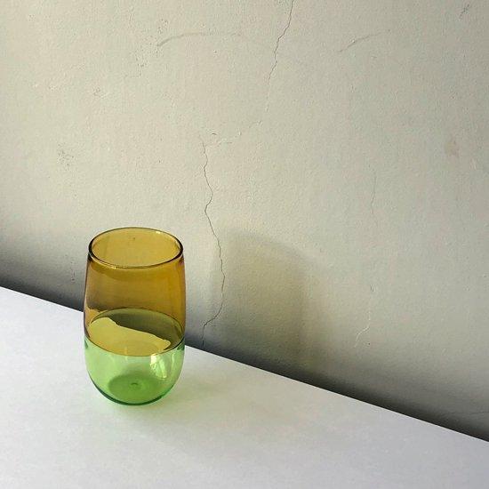 ドイツ出身のアーティスト Jochen Holz による、インカルモという高度な技法を使ったタンブラー