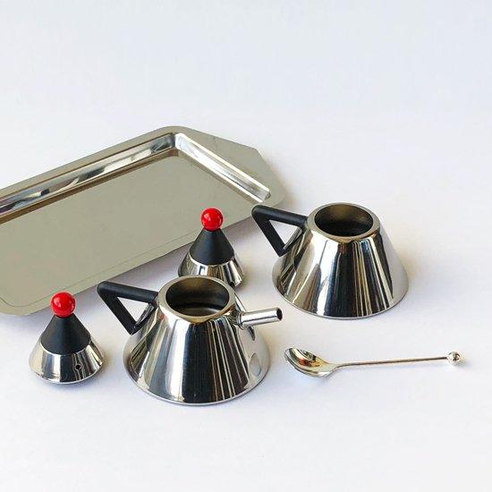 1980年代に日本で作られていた、ポストモダンを彷彿とさせるデザインのミルクピッチャーとシュガーポット