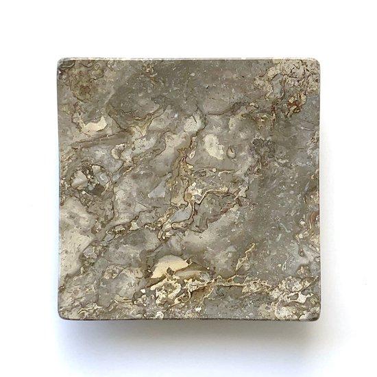 イタリアの大理石モナコグレーを削り出して作られた表情の良いトレー