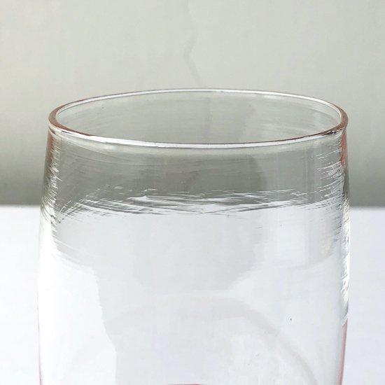 視覚的な効果とアクセントカラーを兼ねた色ガラス