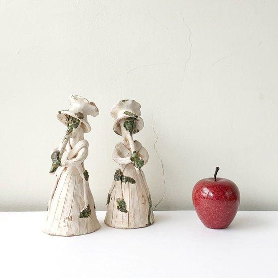 他のフィギュアと約9cmのリンゴとを並べて